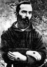 Padre Pio de joven con estigmas